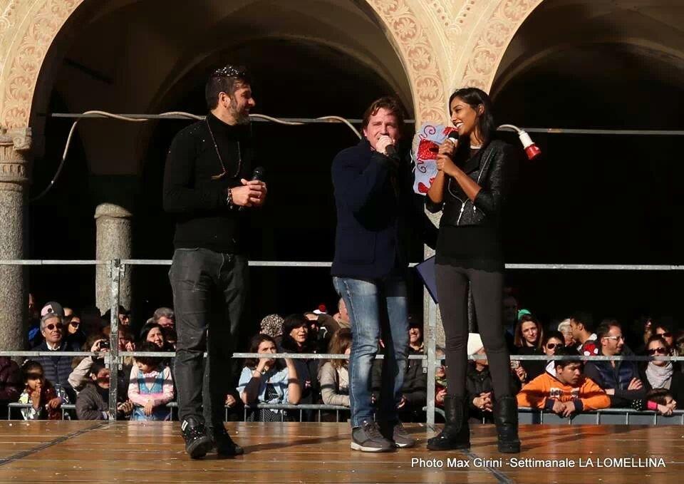 Marco Clerici tra Edoardo Stoppa e Juliana Moreira (Foto Girini)