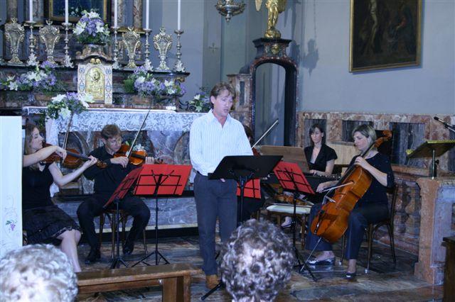 Marco Clerici si esibisce accompagnato dal Baroque Ensemble