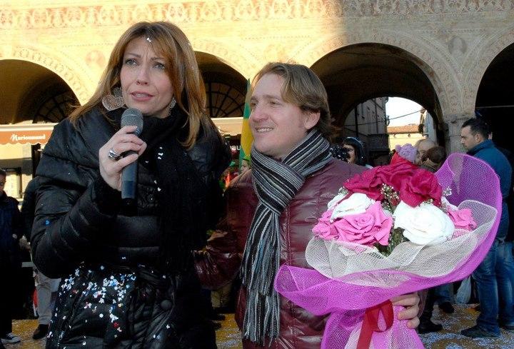 Patrizia Caregnato (Studio Aperto) e Marco Clerici in piazza Ducale per il Carnevale