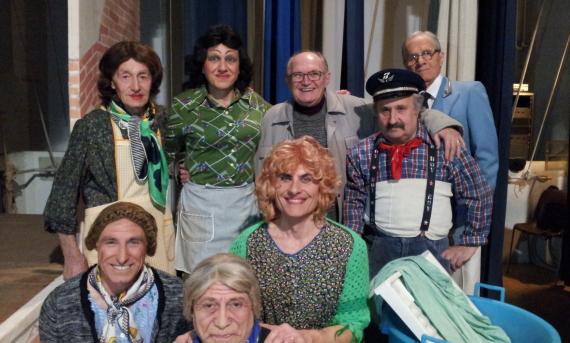 Il Gruppo degli attori con il regista Mario Lino