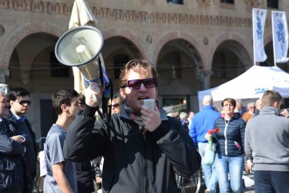 Marco Clerici con il megafono